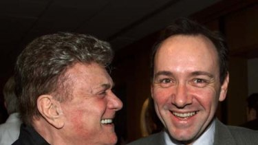 Tony Curtis with actor Kevin Spacey.
