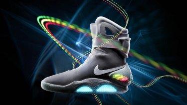 relé Conversacional Estadio  Nike's Back to the Future shoes fetch up to $37,000