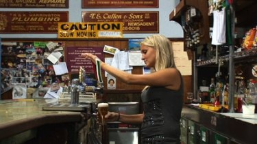 Hotel Coolgardie follows two female Finnish backpackers in an outback mining town.