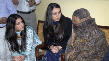 The daughter and wide of the governor of Punjab Province visits Asia Bibi, the condemned woman, in prison.