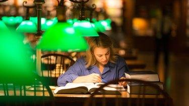Sacha Pfeiffer (Rachel McAdams) in a scene from Spotlight.