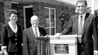 Bill Clegg at the ceremony to name the SES and Rural Fire Service building in his honour, with former Mayor Gae Swain, (left) and former Deputy Prime Minister John Anderson.