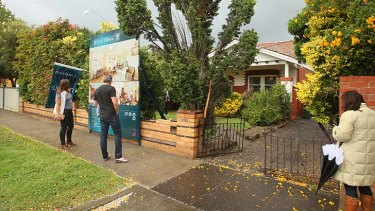 1028 Glenhuntly Road, Caulfield South, was sold under the hammer for $835,000.