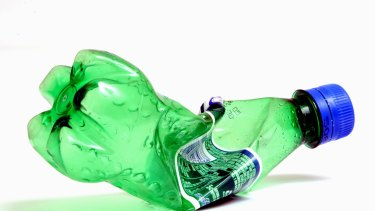 A container deposit recycling scheme has the potential to reduce litter.