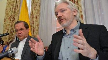 Julian Assange (right) and Ecuadorian Foreign Minister Ricardo Patino address media at the Ecuadorian embassy.