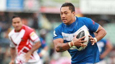 Quentin Togaga'e of Samoa heads for the tryline.