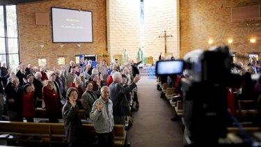 The Glen Waverley congregation waves to the Beeac parishioners.