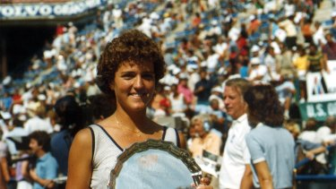 Minter in 1983 after winning the US Open junior title, the same year Stefan Edberg won the boy's title. She beat Steffi Graf in the semi-final.