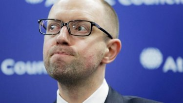Ukraine Prime Minister Arseniy Yatsenyuk is mobilising a volunteer force of 60,000 soldiers to protect the Crimea border that Russian forces have reinforced.