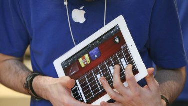 An employee demonstrates the iPad 2 application Garageband.