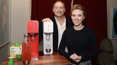 Scarlett Johansson is stepping down from her position as ambassador for Oxfam after being criticised over her endorsement deal with Israeli company SodaStream.