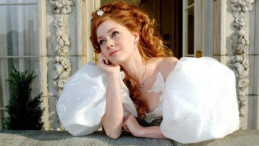 Amy Adams muses on the merits of puffball sleeves in <i>Enchanted</i>.