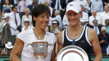 Francesca Schiavone of Italy (left) poses with Stosur during the trophy ceremony after winning the women's final at the French Open.