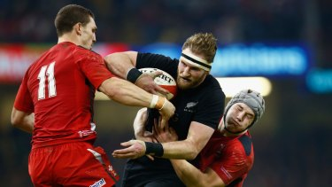 Kieran read is locked up by the Welsh defence.