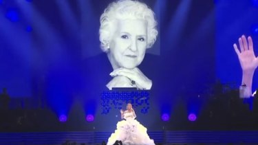 Céline Dion sang a moving tribute to her mother Thérèse Tanguay, who passed away at age 92.