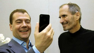 Russian President Dmitry Medvedev gets a free iPhone 4 from Apple CEO Steve Jobs.