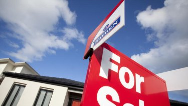 The top end of the housing market is continuing to struggle throughout Australia.