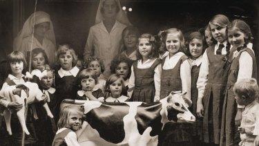 Enthralled children visit Black & White 4D Milk Bar in Sydney, 1934.