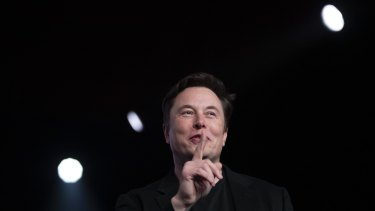Elon Musk has been under fire for revealing material company information on Twitter. Now a leaked internal email has boosted Tesla's stock.