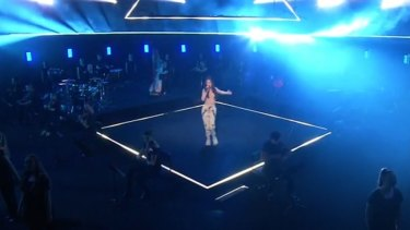 Amy Shark gave a stellar performance of 'Everybody Rise' on stage at the ARIA Awards 2020.