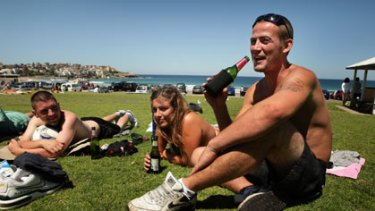 Three-week relationship ...  Samantha Bartle and Liam Ryan, right, at Bondi yesterday.