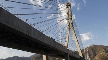 A closer view of the Baluarte Bridge.