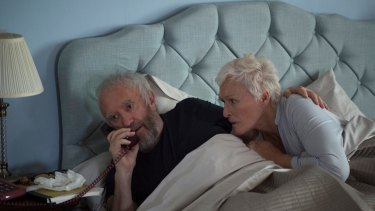 Joe (Jonathan Pryce) and Joan (Glenn Close).