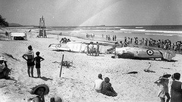 Crowds gather on Maroochydore beach in 1950.