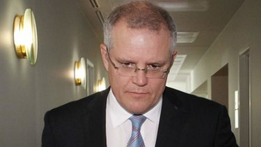Immigration Minister Scott Morrison has defended giving Sri Lanka two patrol boats to combat people smuggling.