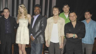 Swift with Droste (green shirt) and various other singers back in 2009.