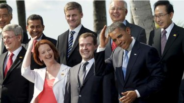US President Barack Obama mimics Australian Prime Minister Julia Gillard by joking about the need to groom his hair.