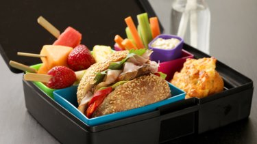 What to put in the lunch box? ... conflicting allergy advice has parents bewildered.
