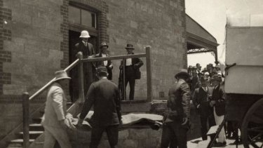 After two men attacked a picnic train in Broken Hill on New Year's Day 1915 one of their bodies is moved to the morgue.