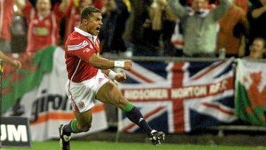 Jason Robinson scores for British & Irish Lions in 2001.
