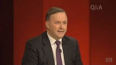 Labor leadership hopeful  Anthony Albanese talks in favour of an Australian republic on ABC's Q&A.