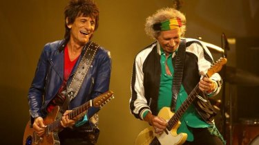 Between cigarettes: Ronnie Wood and Keith Richards.