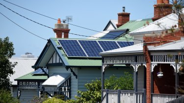 The Australian Energy Market Commission says a peer-to-peer trading platform could help lower energy prices, by filling the dispatchable power gap in the market by using excess energy from solar panels.