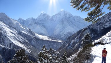 The Himalayas blanketed in fresh, fluffy snow. Now we know how old the mountains really are.