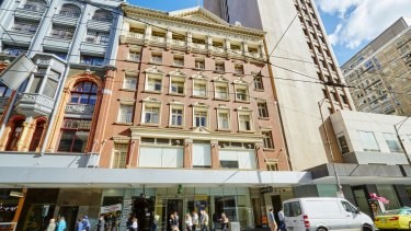 The home of an upmarket opal retailer at 63 Elizabeth Street has sold for $1.65 million.