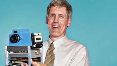 Steve Sasson with the fist digital camera he created in 1975.