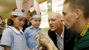 Survival tactics ... Chad Staples from the Featherdale Wildlife Park, right, introduces a bilby to Peter Garrett and South Coogee Primary School kindergarten pupils Madeleine Martin-Bygrave and Oliver Ross.