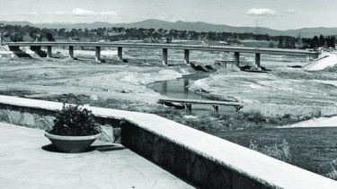 The Commonwealth Bridge under construction in 1962-63.