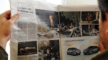 Innocent photos … a man reads  El Pais.