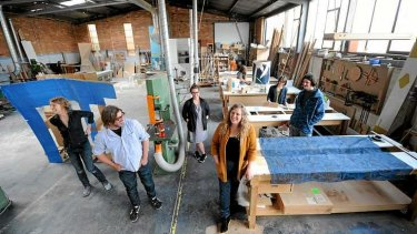 Kym Maxwell (centre) with artists in the Woodcraft Mobiliar workshop.