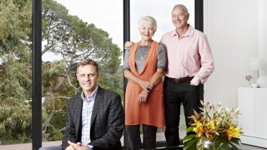 Presenter Peter Maddison (left) with Kyneton home owners Di and Rod.