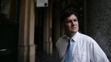 Simon Marais has questioned David Jones' dependence on advisers.