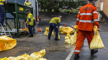 Emergency services  put sand bags in place in Brisbane.