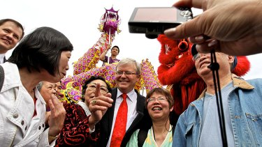 Former prime minister Kevin Rudd proved his continuing popularity with the Sydney Chinese community at the Lung Po Shan Chinese Memorial Gardens at Minchinbury today.