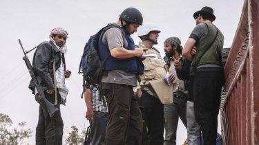 US reporter Steven Sotloff, centre, at work in Libya in 2011.