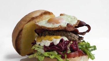 Gafe Giulia's hamburger with bacon and egg.